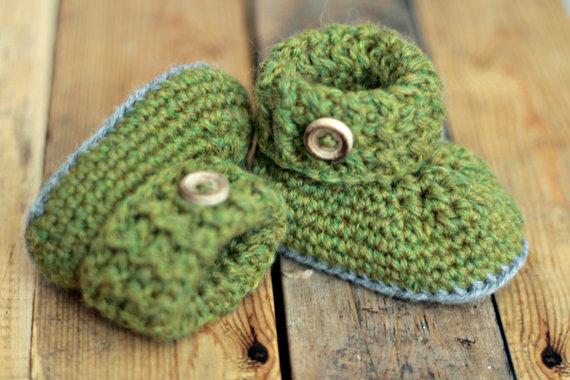 Örgü yeşil bebek patik modeli