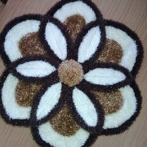 Sakallı ipten yapılan çiçek paspas