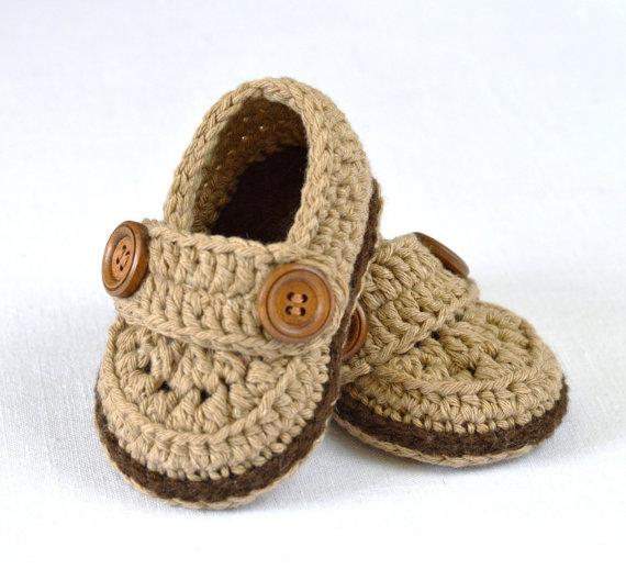 Yenidoğan erkek bebekler için örgü patik