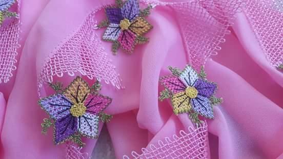 İğne oyası çiçekli tülbent