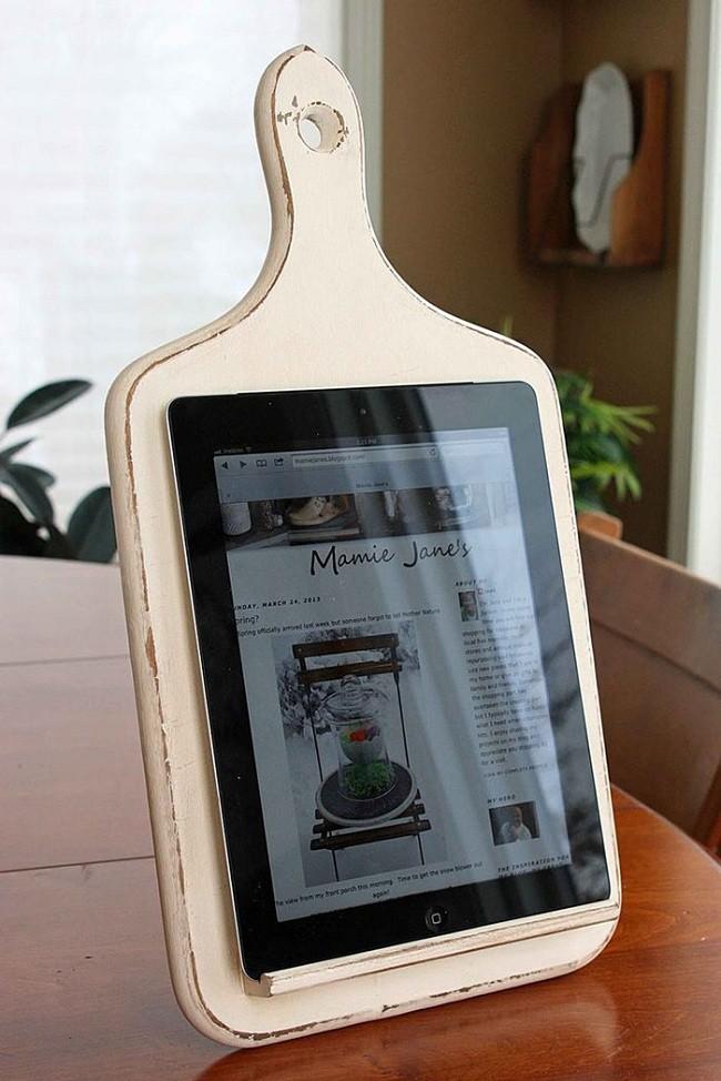 Eski Kesme Tahtasından Tablet Tutacağı Yapımı</