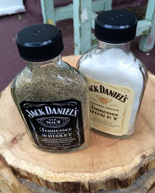 İçki ŞişesindenTuzluk ve Baharatlık Yapımı