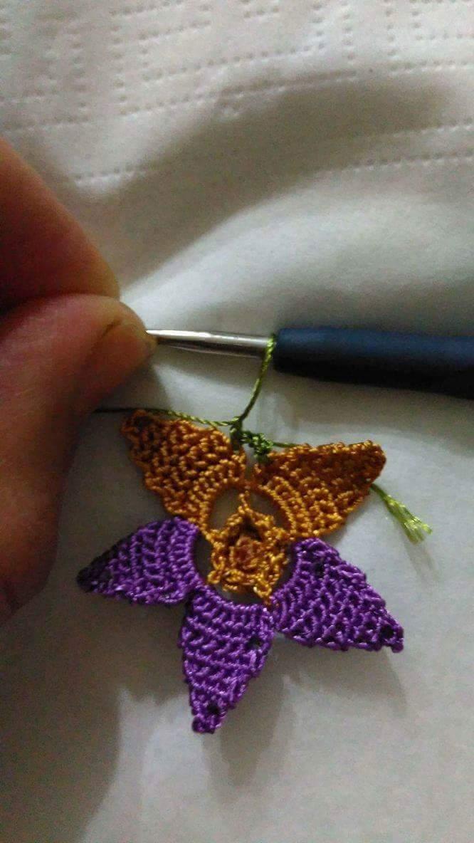 Tığ işi çiçek oyası yapılışı 5
