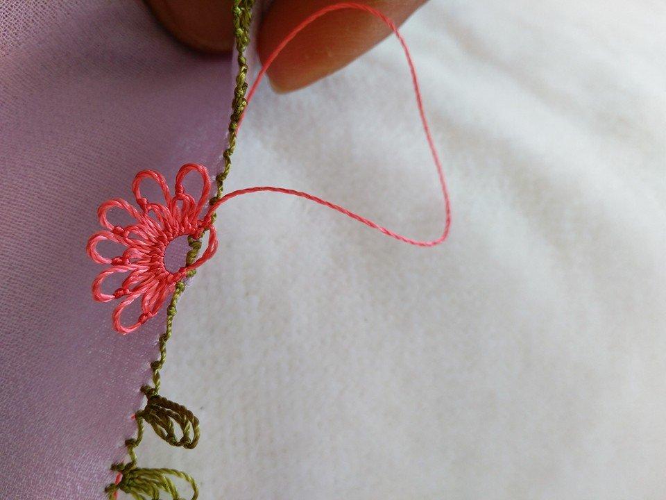 Pembe çiçekli yazma kenarı yapılışı 9