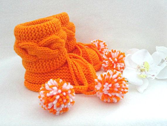 Şiş işi turuncu bebek patik