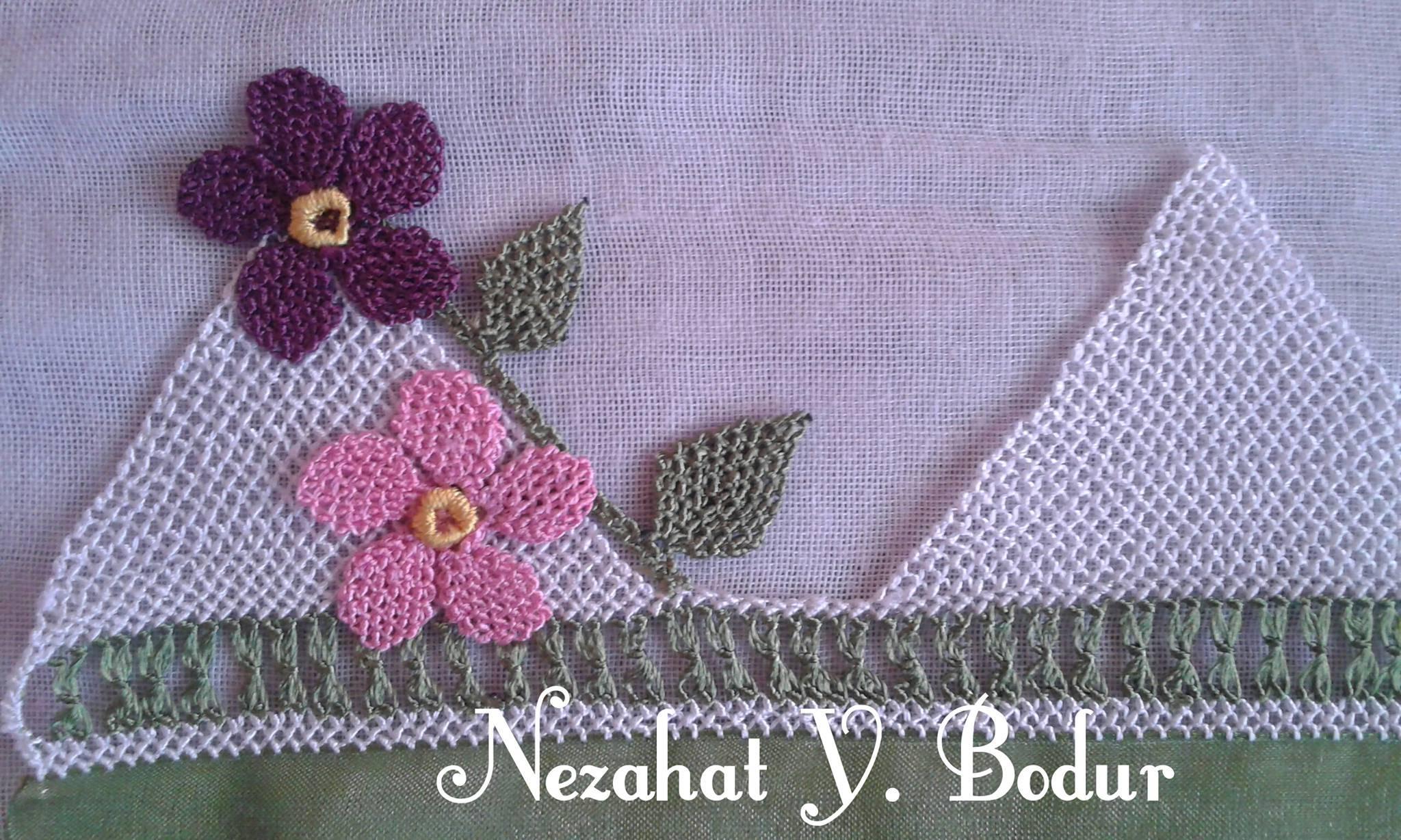 Yeni çiçekli havlu kenarı