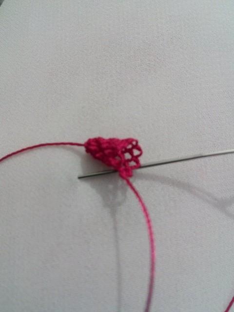İğne oyası bamya çiçeğinin yapılışı 2