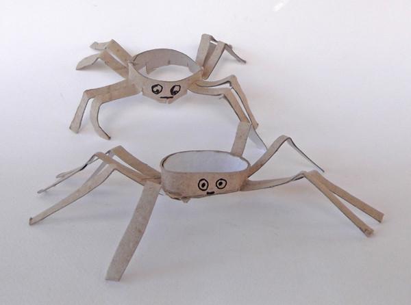 Tuvalet Kağıdı Rulosundan Örümcek Yapımı 1
