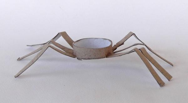 Tuvalet Kağıdı Rulosundan Örümcek Yapımı 10