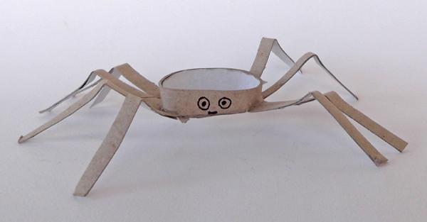 Tuvalet Kağıdı Rulosundan Örümcek Yapımı 11