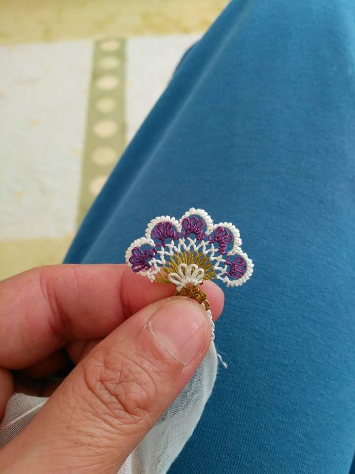 Yeni yazma kenarı çiçek oyası