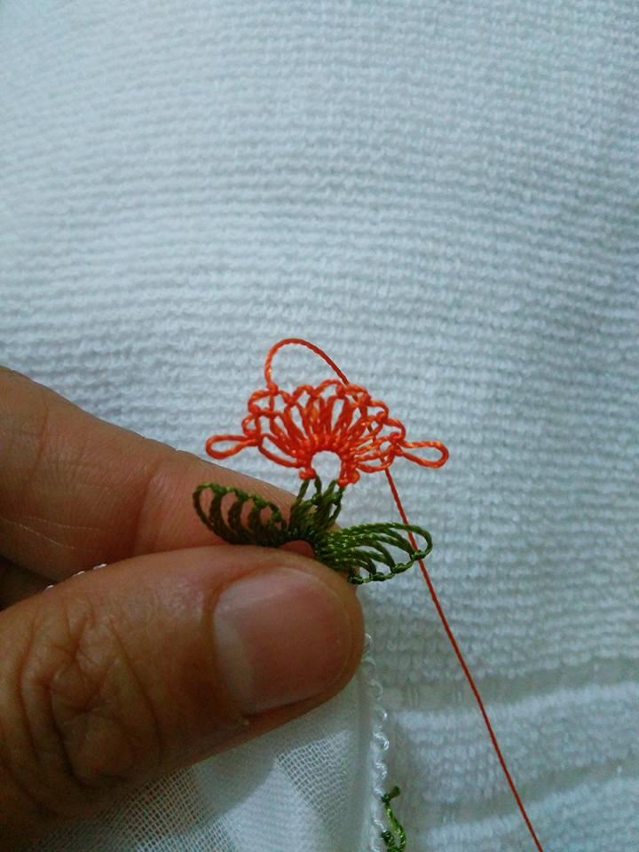 Kırmızı çiçekli iğne oyası yapılışı 4