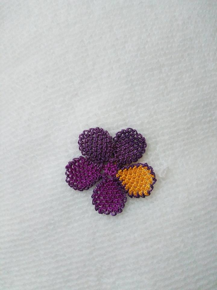 Menekşe çiçeği oyası yapılışı 11