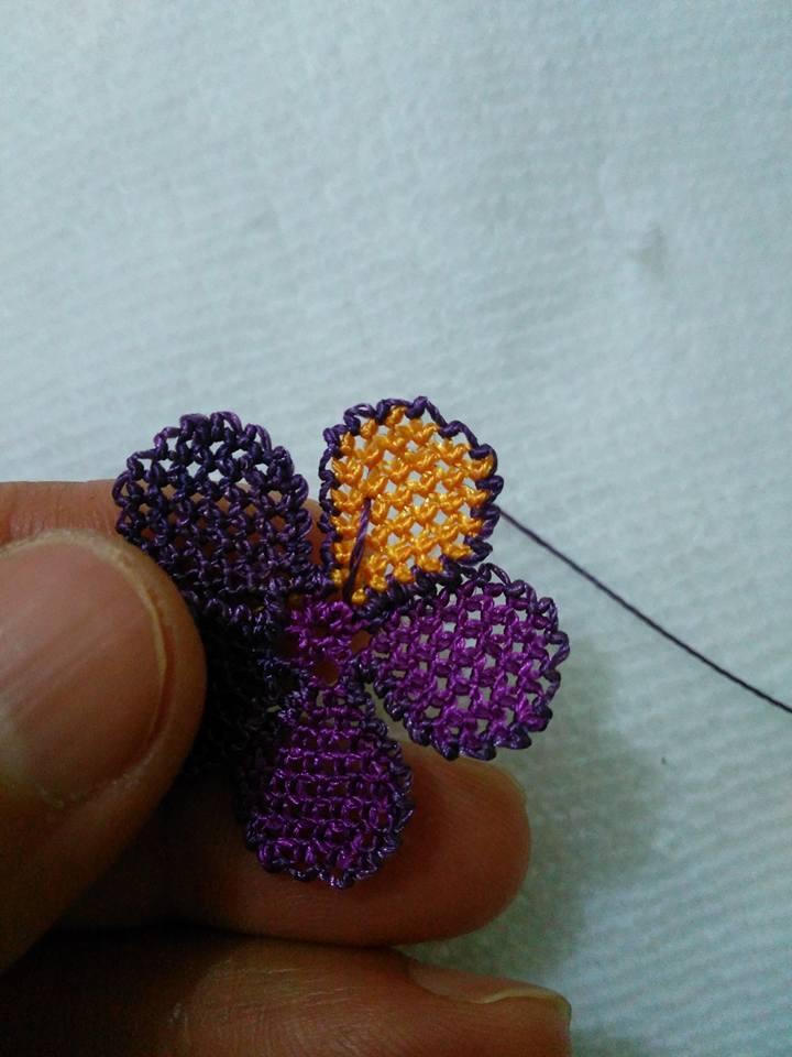 Menekşe çiçeği oyası yapılışı 12
