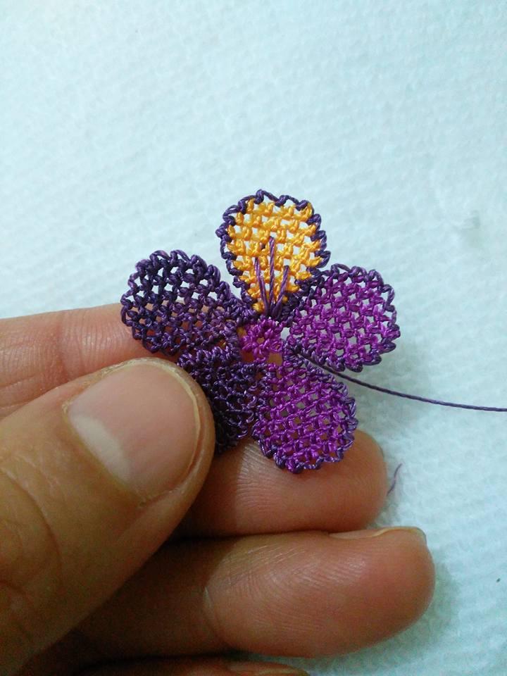Menekşe çiçeği oyası yapılışı 15