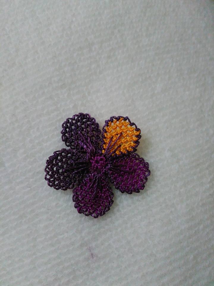 Menekşe çiçeği oyası yapılışı 16