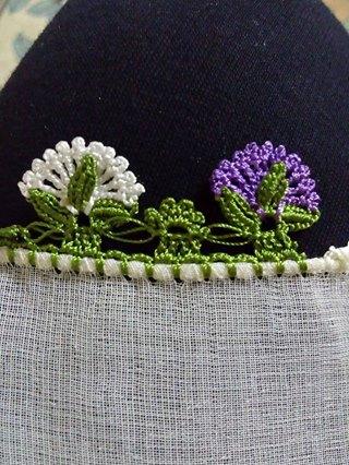 Çeyizlik çiçekli tığ oyası
