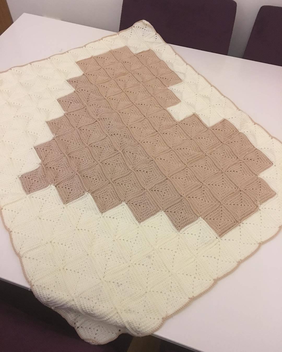 Beyaz kahverengi bebek battaniyesi