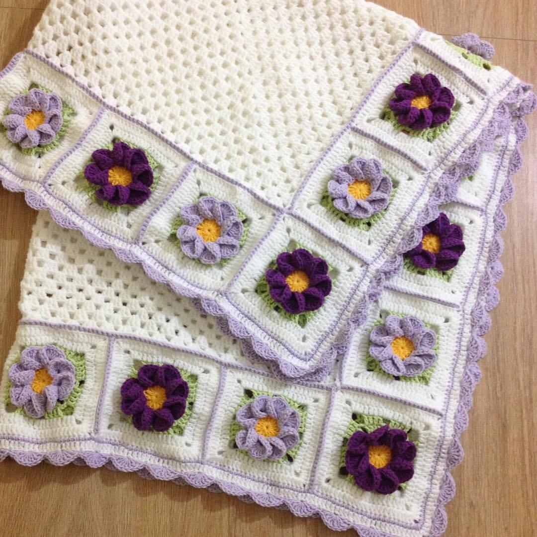 Mor çiçekli bebek battaniyesi