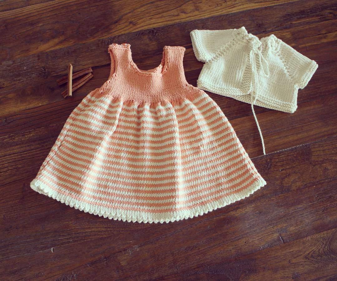 Örgü çizgili bebek elbisesi