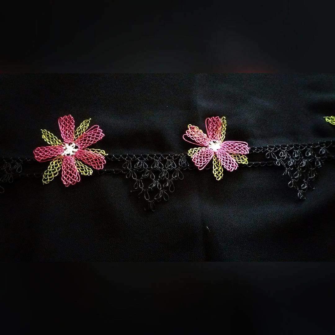 Yeni çiçekli tülbent oyası