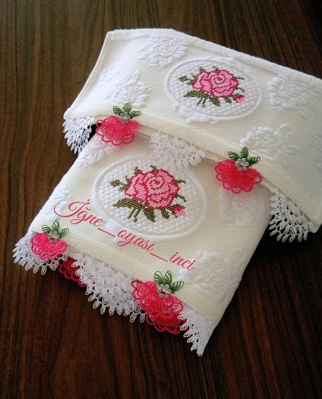 İğne oyası boncuklu çiçekli havlu modeli