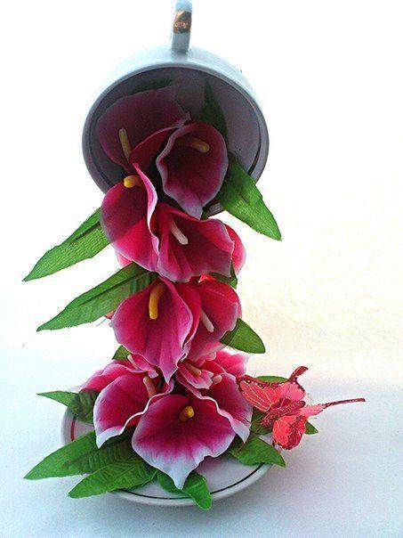 Fincandan Dökülen Çiçek Şelalesi