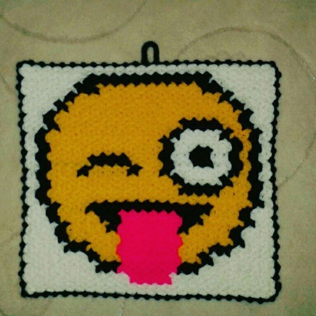 Dil çıkaran emoji lif