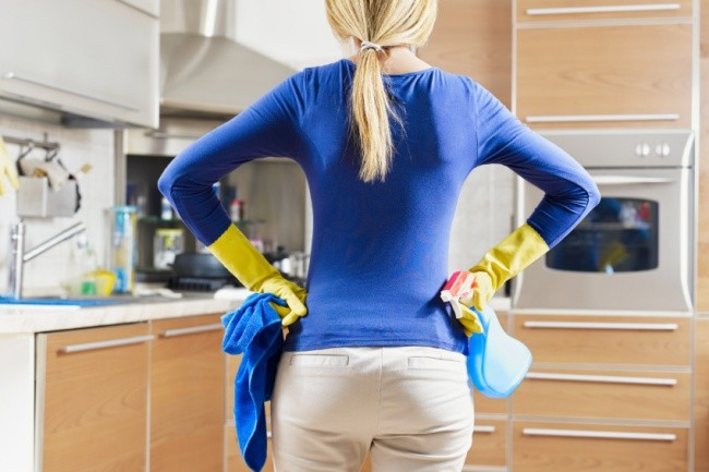 Mutfak Dolabındaki Yağ Lekelerini Çıkarma