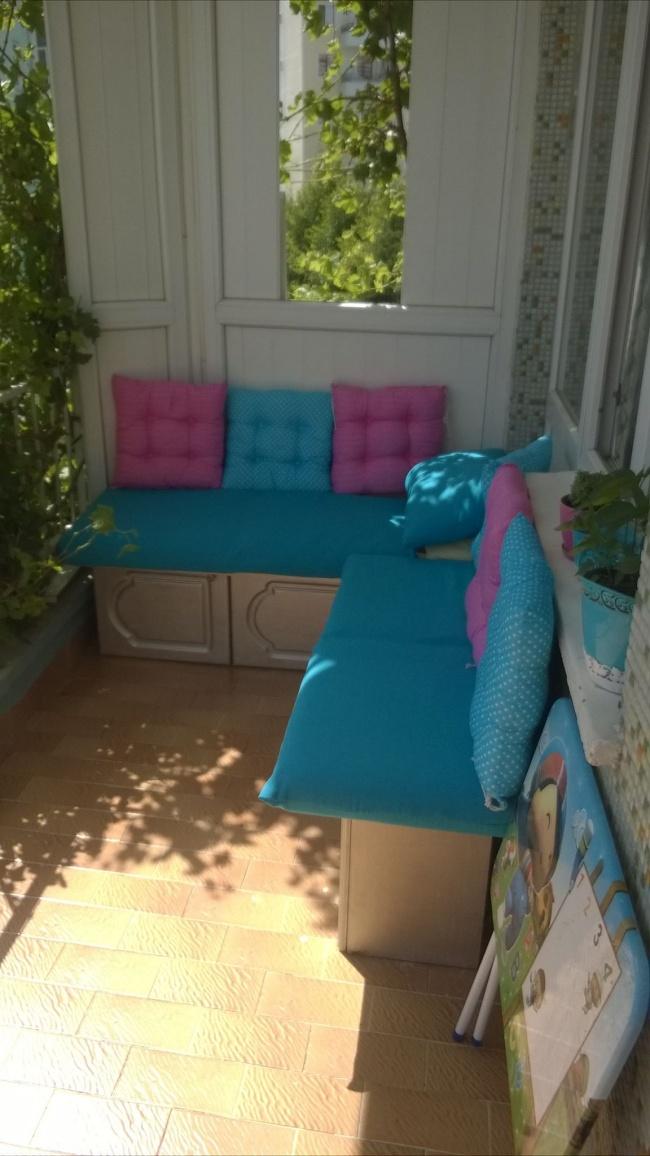 Eski Mutfak Dolabının Balkon Sedirine Dönüşümü 3