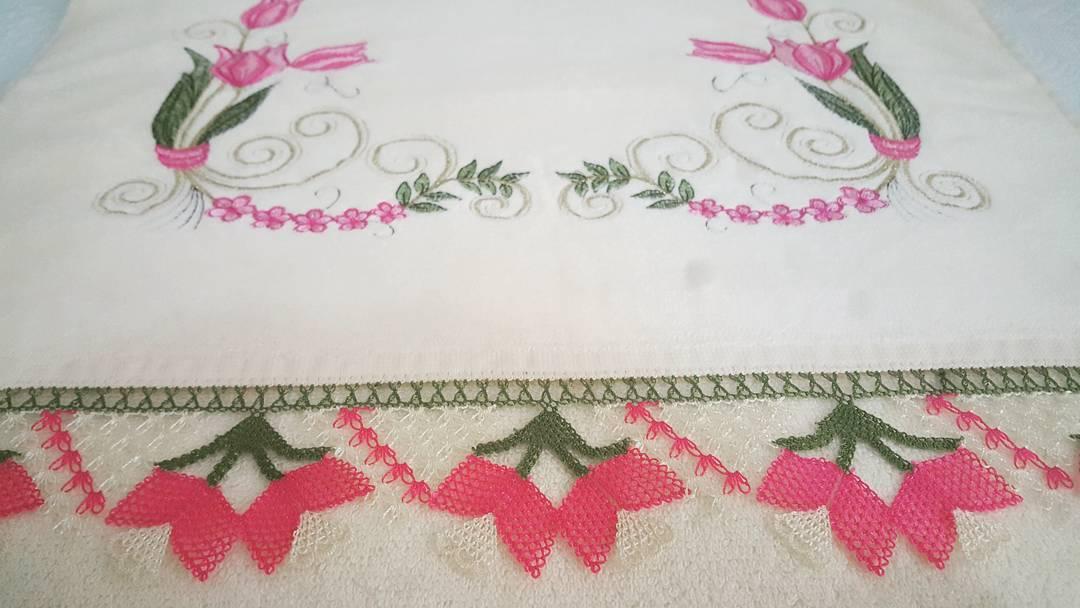 Lale oyalı havlu modeli