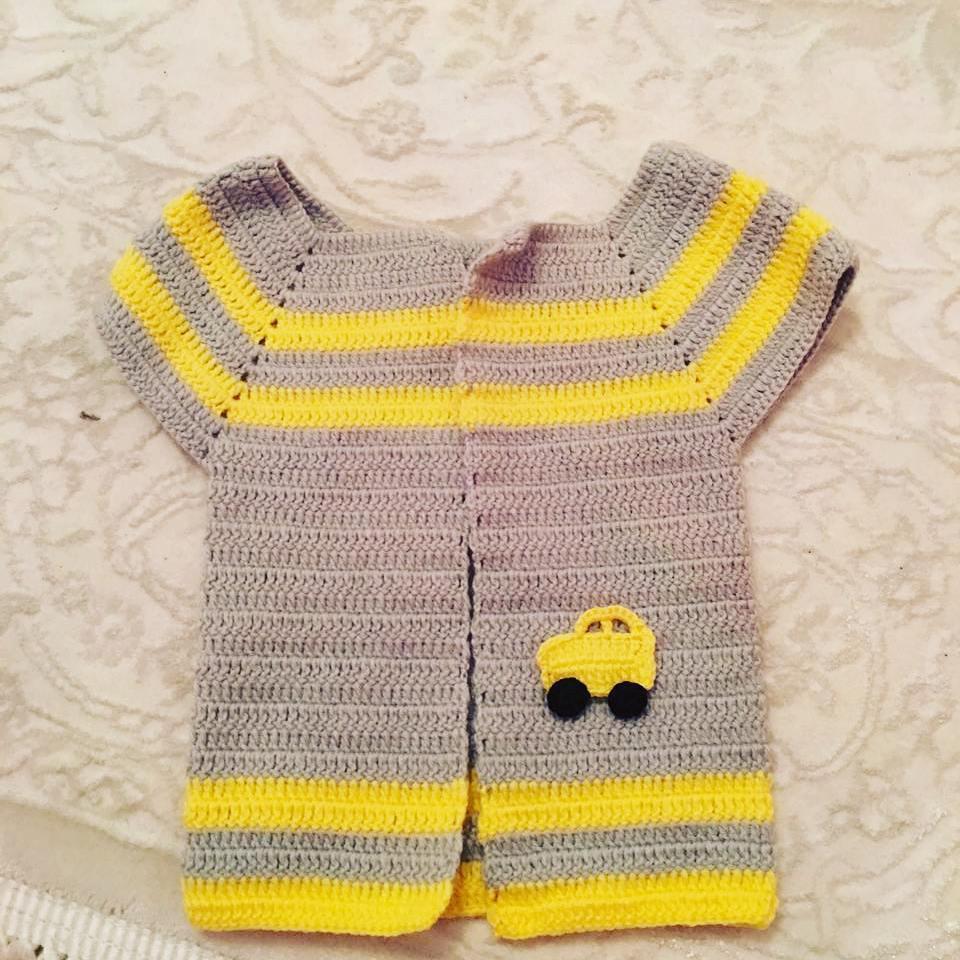 Araba motifli örgü bebek hırkası