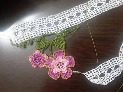 Çiçekli tığ oyası havlu danteli