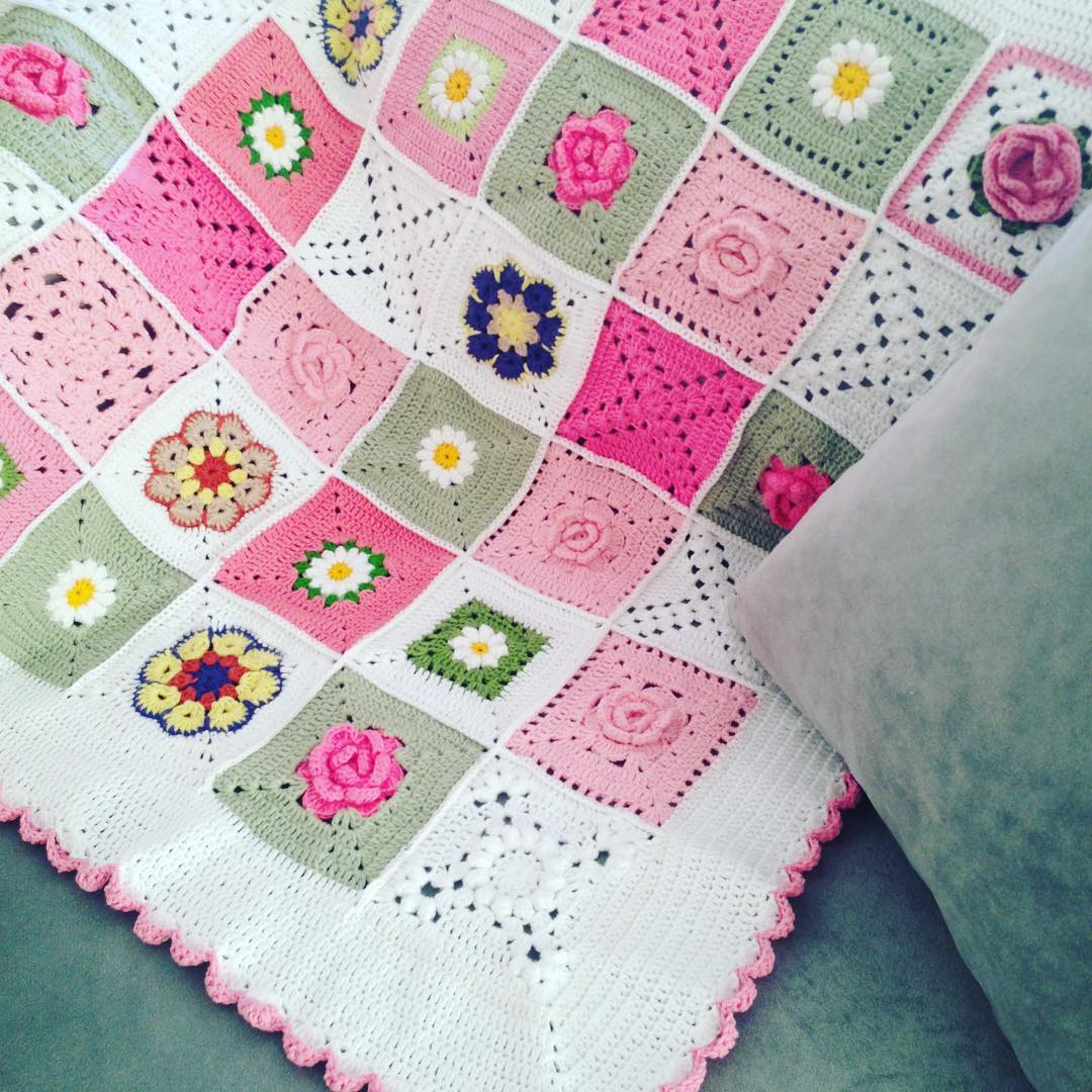 Örgü çiçekli bebek battaniyesi