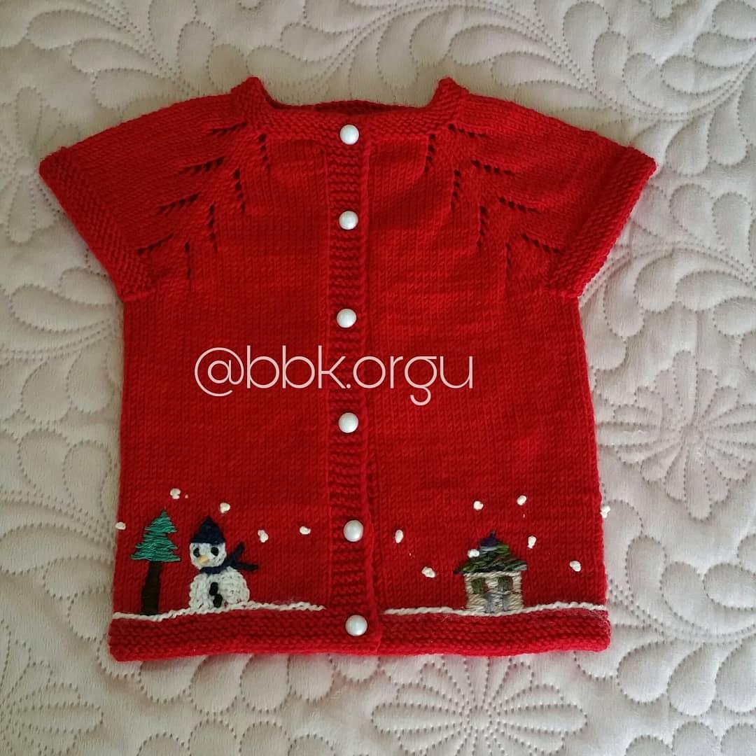 Süslemeli kırmızı bebek yeleği