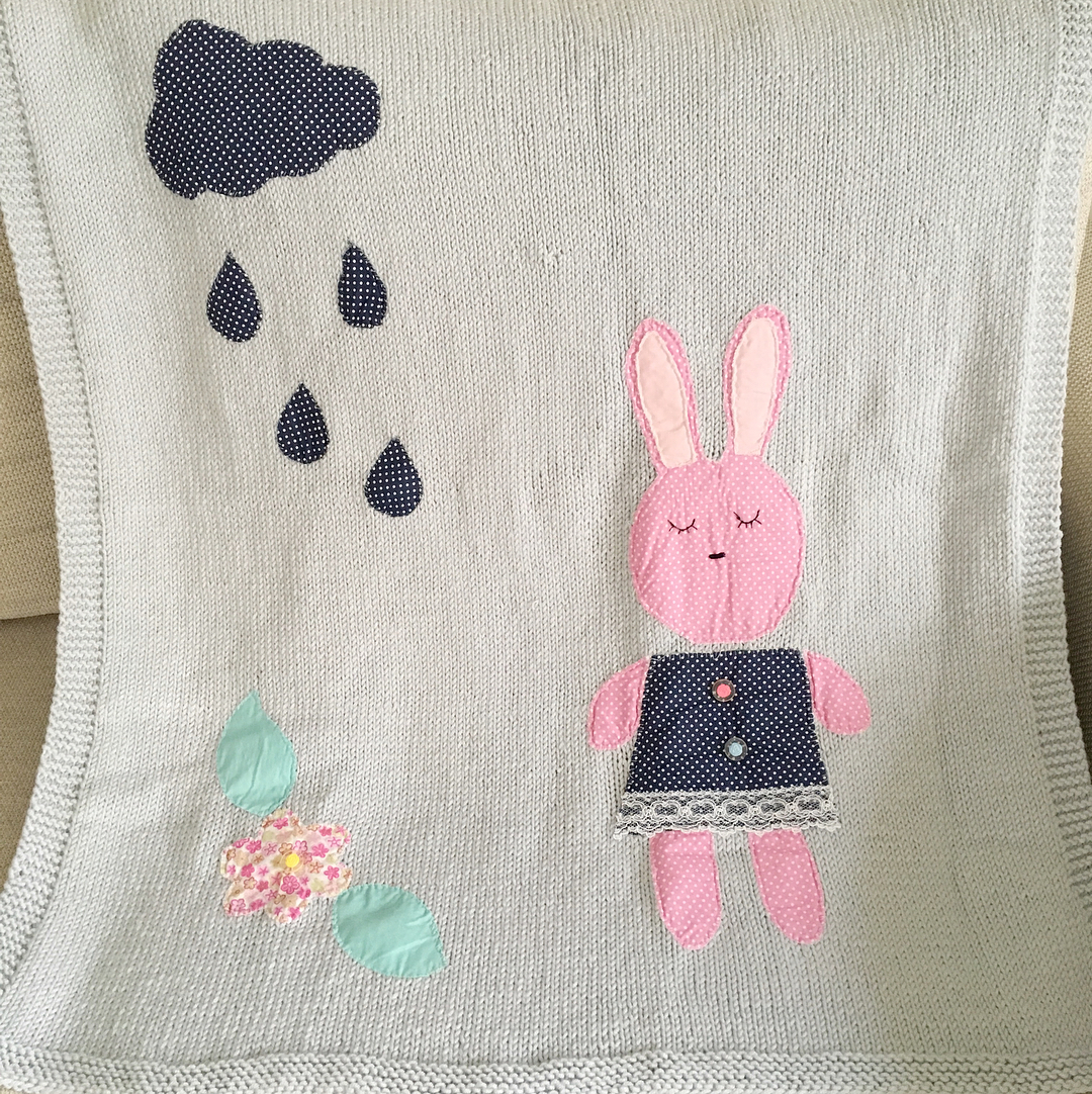 Örgü tavşanlı battaniye