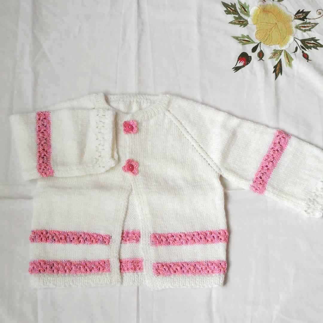 Pembe beyaz örgü bebek takımı